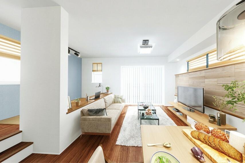 居間・リビング 【下部クローズタイプ】  腰壁を採用したスキップフロア。家具を腰壁部分に寄せて設置できるので、リビングを広々と使えます。/20号棟
