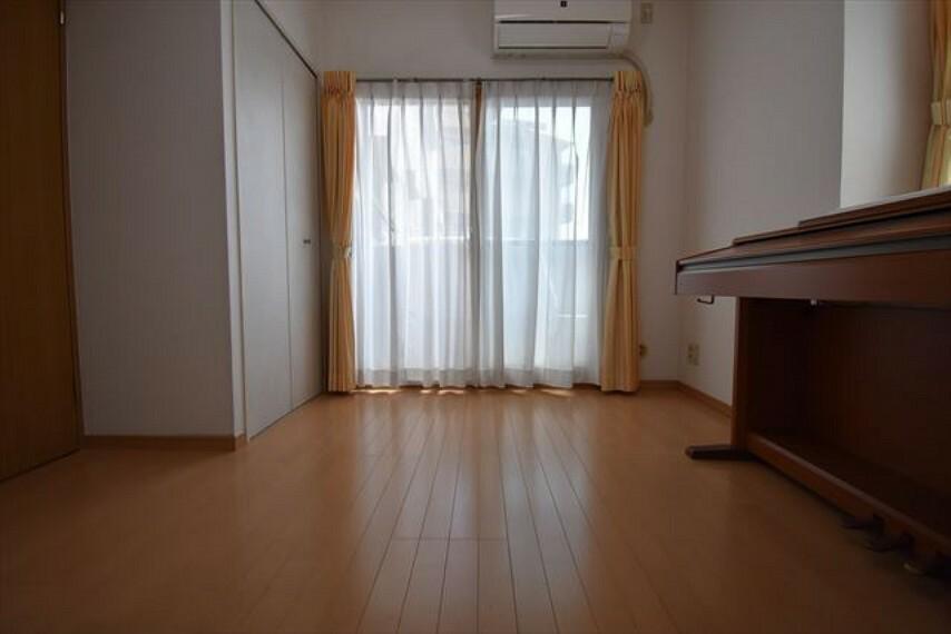 洋室 クローゼットがあり、室内広く使えます。