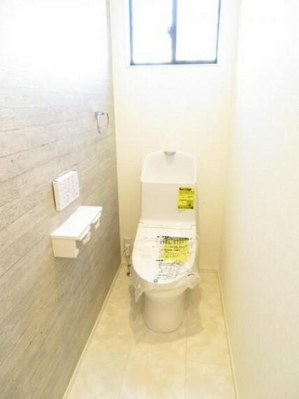 トイレ ウォシュレット機能付き。