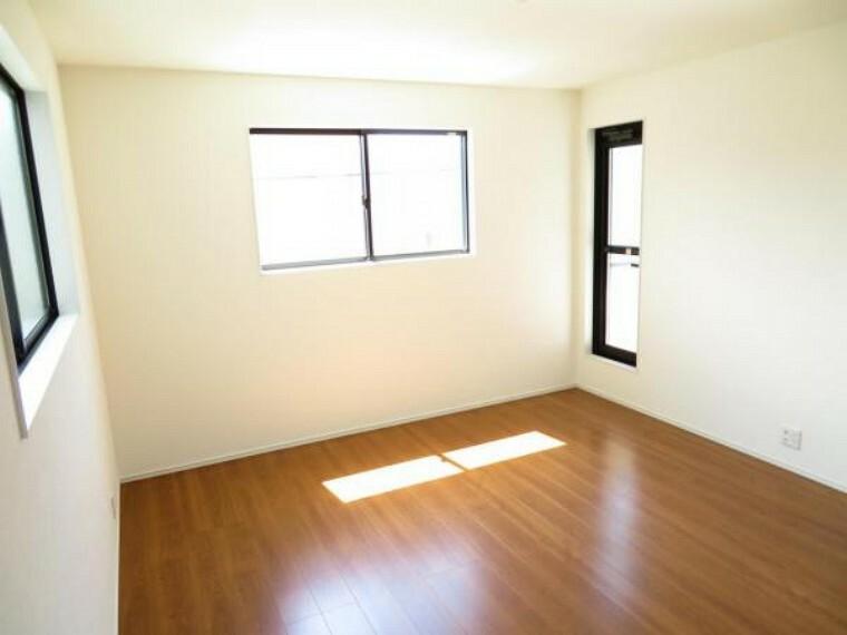 寝室 主寝室は9.19帖。3面採光で明るく風通しもGood!