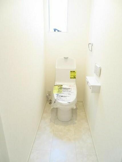 トイレ トイレはウォシュレット機能付き