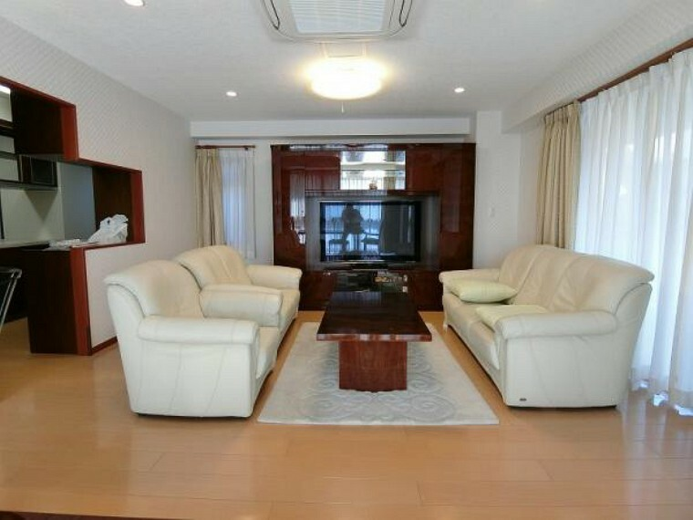 居間・リビング 2階リビング、床暖房、ビルトインエアコン完備です