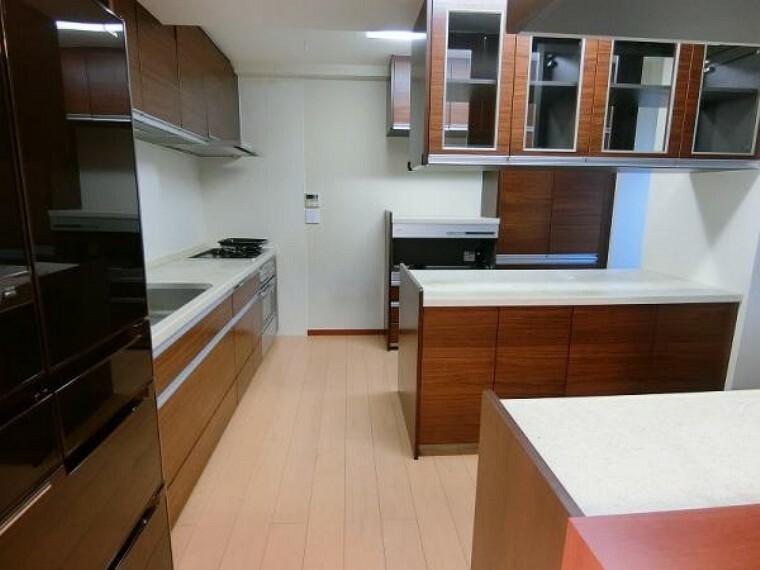 キッチン 2階キッチンスペースです。収納、調理スペース