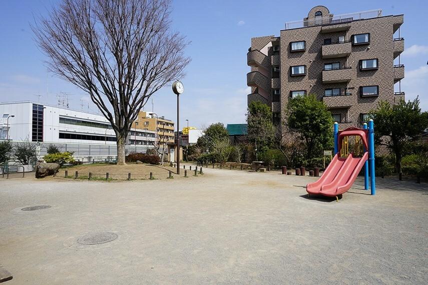 公園 春日なかよし公園(徒歩7分) ブランコ、鉄棒、シーソー、トイレが完備されている遊びやすい公園です。