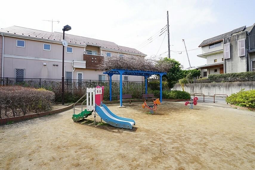 公園 早宮ひよこ児童遊園(徒歩2分) 遊具、ベンチも完備してある和やかな公園です。