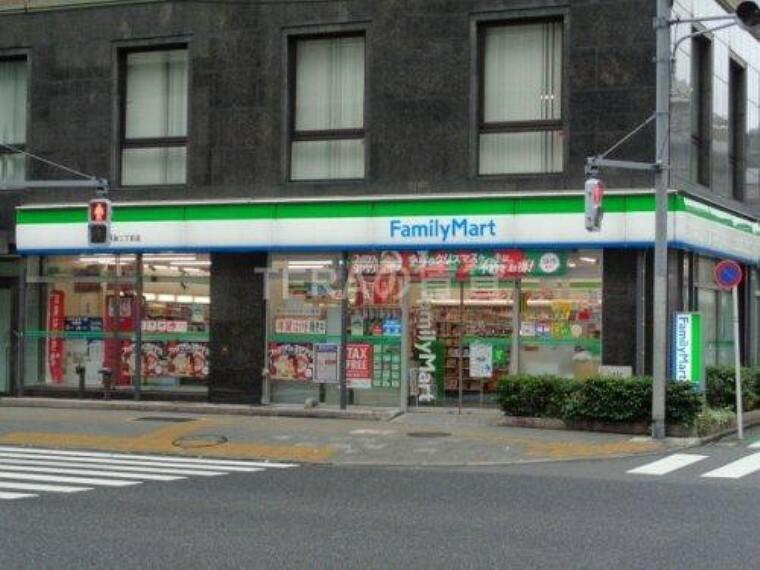 コンビニ 【コンビニエンスストア】ファミリーマート 東池袋二丁目店まで681m