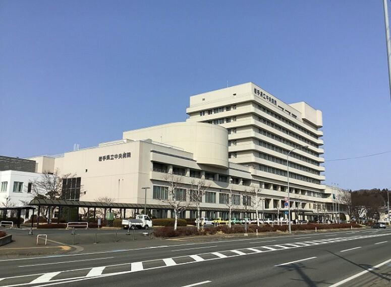 病院 診療30科目にも及ぶ総合病院。岩手県内からも県外からも多くの人が訪れます。救急対応の病院です。  徒歩31分(約2430m) ※2021年3月撮影