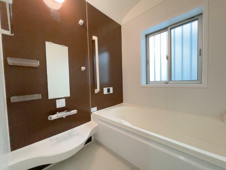 浴室 浴室暖房乾燥機付きです。