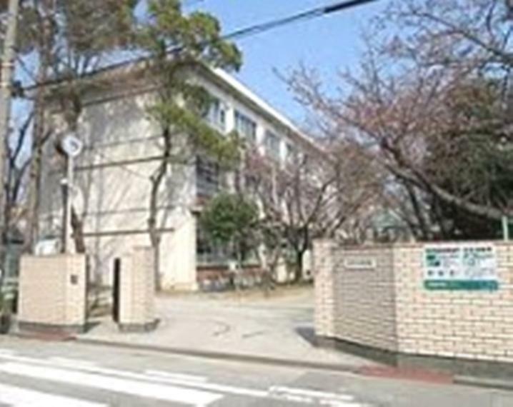 中学校 尼崎市立大成中学校まで968m