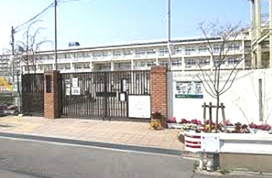 小学校 尼崎市立上坂部小学校まで464m