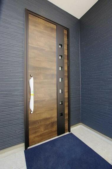 玄関 木彫のおしゃれな玄関
