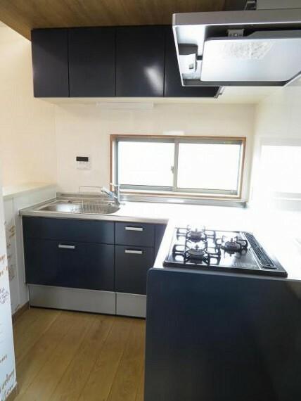 キッチン L型のキッチンは家事動作が短く効率的