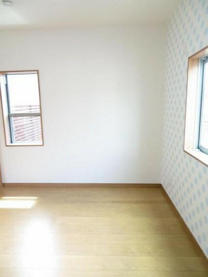 リビング横の洋室。お子様のお部屋にもいいですね。