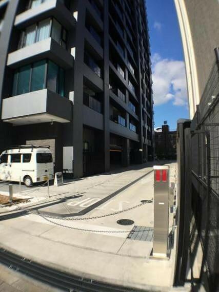 敷地内駐車場 駐車場入り口もオートロックが付いており安心です。