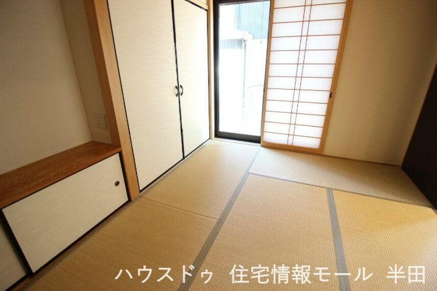 和室 5.82畳和室 いつでもホッと一息つける和室付。リビングに隣接しているためマルチに活躍する空間です。