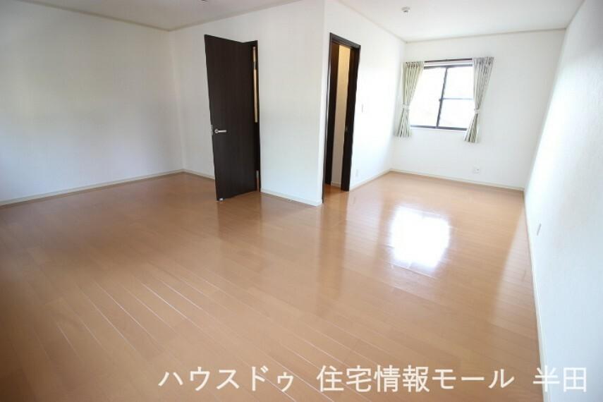 子供部屋 2階にはお子様の成長に合わせて間仕切りが可能な15.73帖の居室があります。