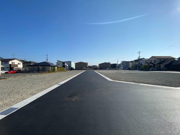 現況写真 【ル・メイユールヴィレ野田II】 分譲地内道路からの様子です