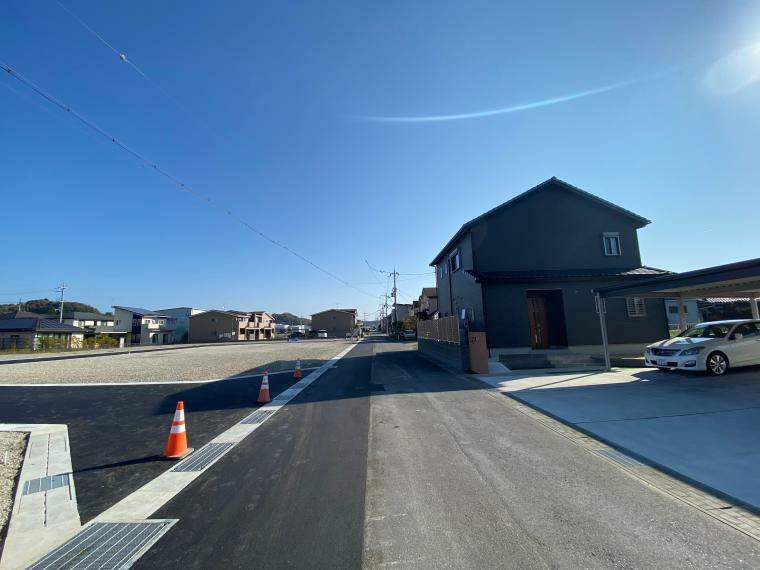 現況写真 【ル・メイユールヴィレ野田II】 分譲地南側前面道路付近の様子です