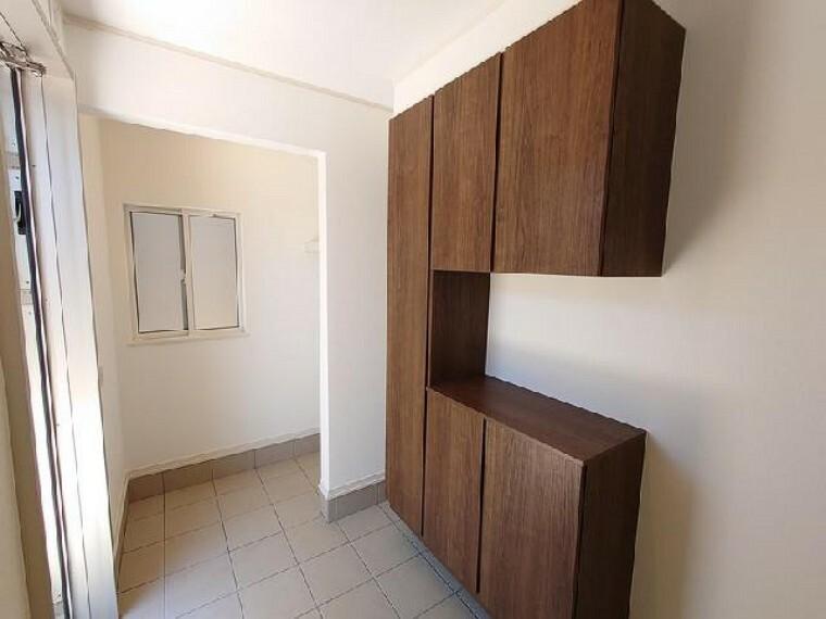 B号棟 玄関・・・土間収納があるので、玄関が散らかることもなく、整理整頓できます。