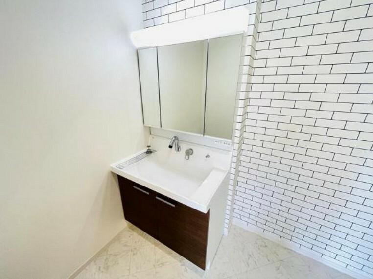 洗面化粧台 暮らしを快適に変えるシャワー付洗面台