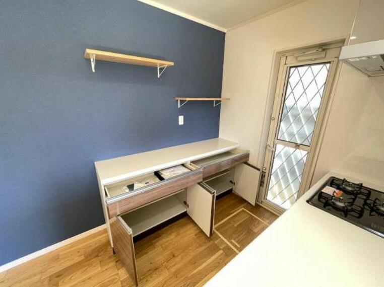 キッチン カウンターキッチンを備え、豊富な収納力も魅力的なプラン