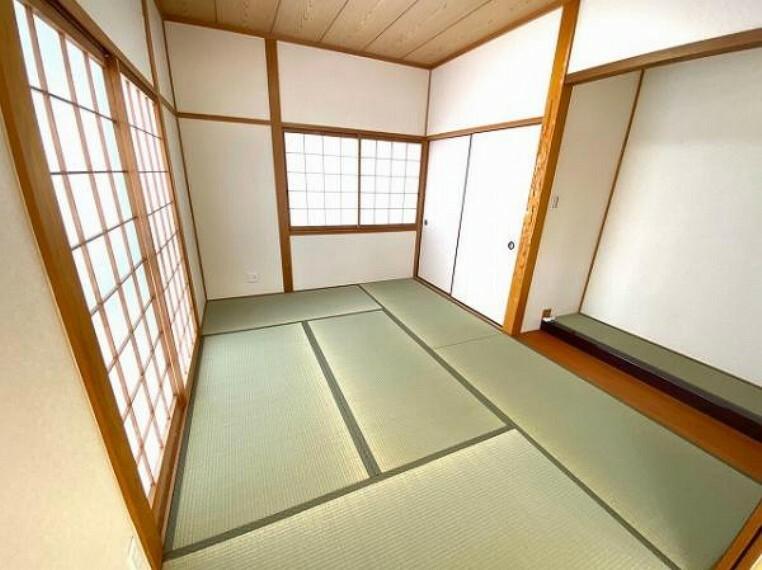 和室 すぐ横に慣れてほっと一息つける和室あり