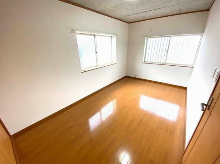 寝室 2面採光で明るい洋室は寝室や子供部屋にぴったりですね