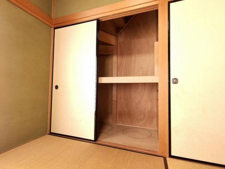 収納 【リフォーム中】1階和室の押入れです。クローゼットへの変更を予定しています。1間の広さがあることも嬉しいですね。