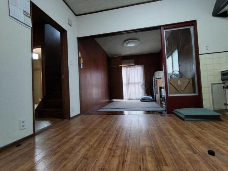 居間・リビング 【リフォーム前】リビングの写真です。洋室を繋げて広々15帖のLDKに変更予定です。