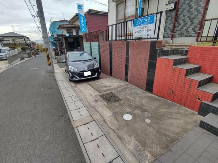 駐車場 【リフォーム前】駐車場になります。車種により二台駐車可能です。