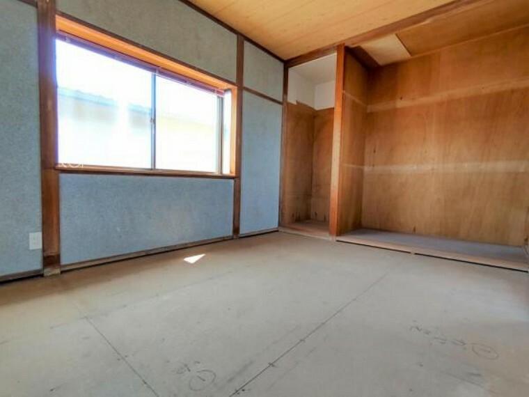 【5/29日リフォーム前】2階南側6畳和室の写真です。現状は和室ですが洋室に変更予定です。床はフローリング張替え、壁はクロスを貼り替えます。