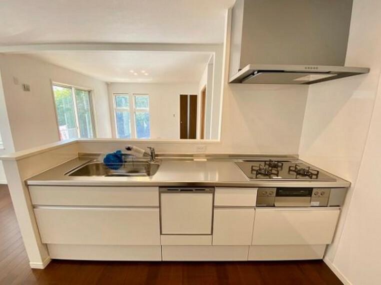 キッチン 食洗機付きのシステムカウンターキッチンです