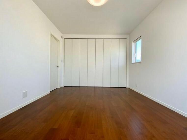 寝室 シンプルな洋室ですね