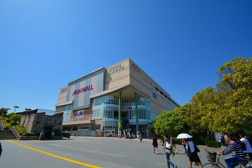 ショッピングセンター イオンモール高の原まで車で8分/自転車で13分