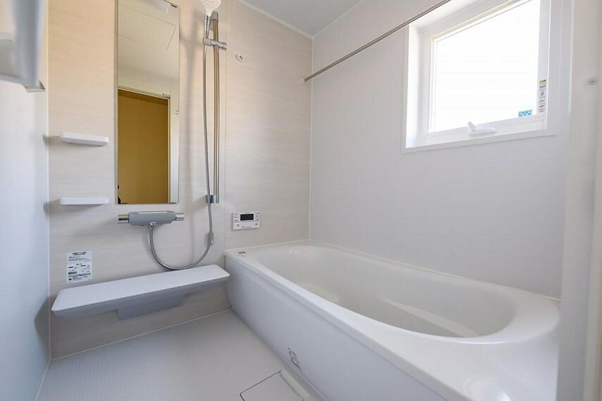 【浴室】TOTOサザナ HTシリーズSタイプ1616サイズ使いやすさやお掃除のしやすさだけでなく、くつろぎにもこだわったシステムバスルーム