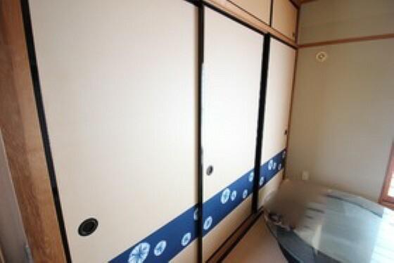 収納 押し入れ収納は奥行きがあるのでお布団や大きな荷物も収納できます。