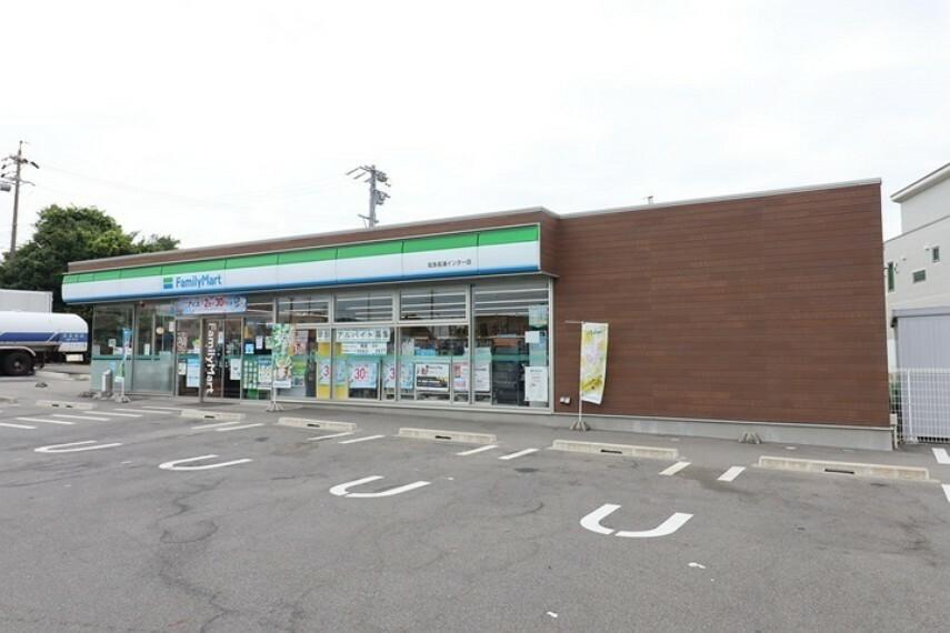 コンビニ ファミリーマート知多長浦インター店