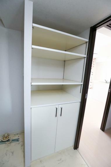 脱衣場 脱衣室の収納棚です