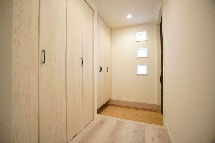 玄関 玄関が開放的で、充実した収納力が玄関周りを綺麗に演出してくれます。
