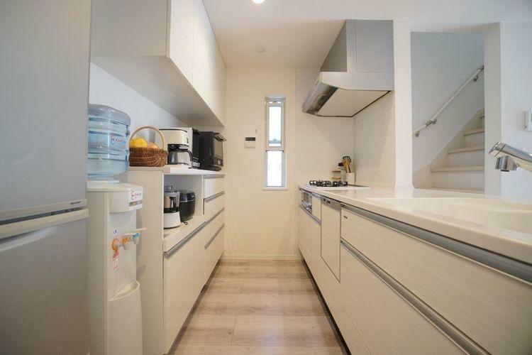 キッチン 備え付きのカップボードが標準。奥様にも嬉しい収納豊富なダイニング収納。