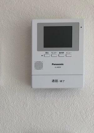 防犯設備 【TVモニター付インターホン】来客時に便利なTVモニター付インターホン。快適な暮らしを守ってくれます。