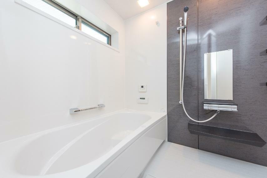 同仕様写真(内観) 【浴室】お子様と一緒に入っても、圧迫感のない広さです。