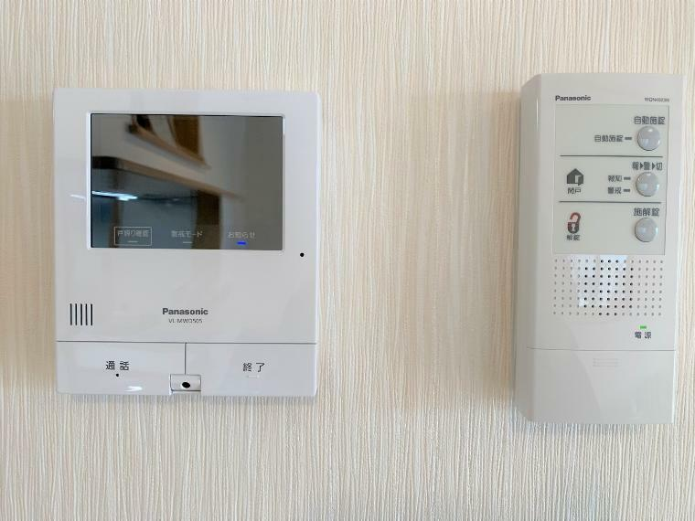 防犯設備 TVインターホン付き、中からボタン一つでお家の解錠もできる防犯に適した設備付きです!!