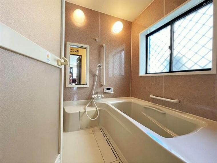 浴室 一日の疲れを癒す浴室は、広々1坪以上。