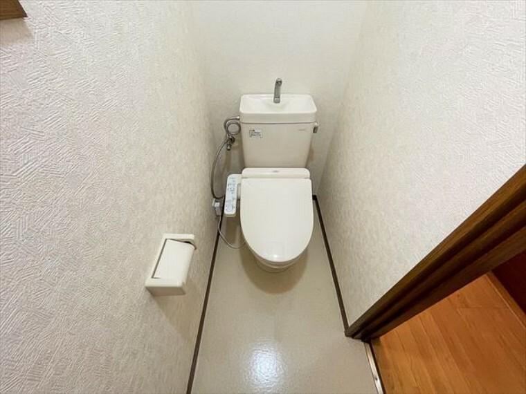 トイレ 清潔好きには欠かせないウォシュレット機能付き。