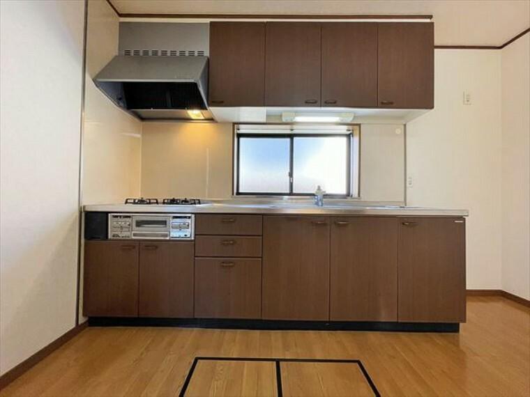 キッチン 料理をしながらでも、ご家族との会話を楽しめるキッチン。