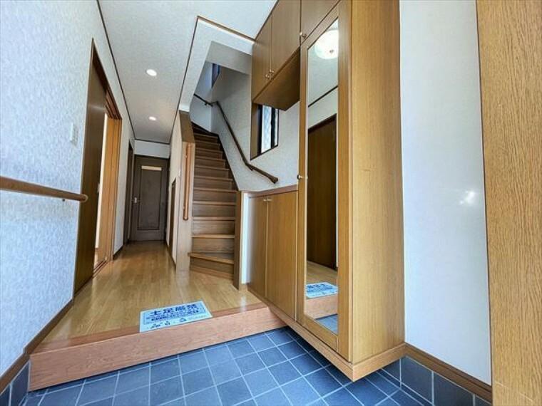 収納 廊下や玄関の共用部には、こんな収納があるととっても便利です。