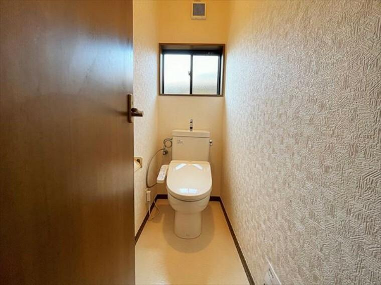 トイレ 注目度の高いお手洗い。ちゃんとウォシュレット機能ついてます。