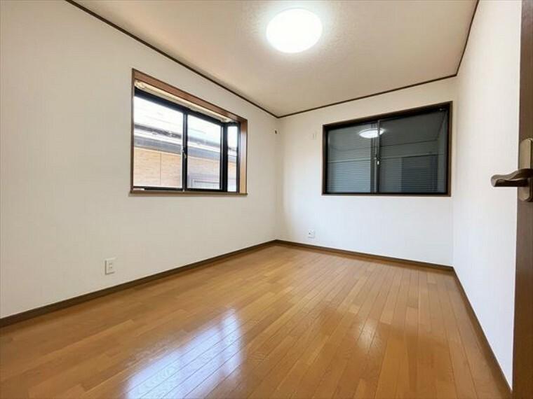 洋室 2階部分のお部屋の日当たりは、ご覧の通り明るいです。