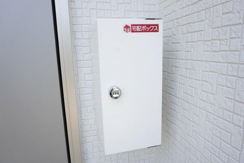 玄関 同仕様写真。不在時や非接触での荷物の受け取りに便利な宅配ボックス付き^^